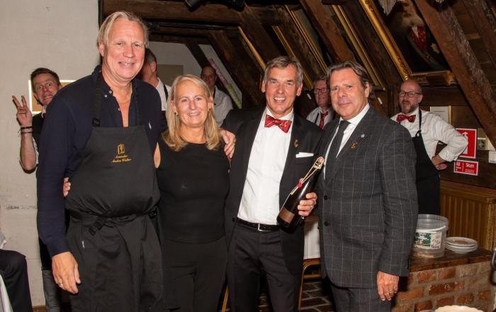 Storartad Champagne de Luxe-afton med De Bacchanaliska Drinkarne